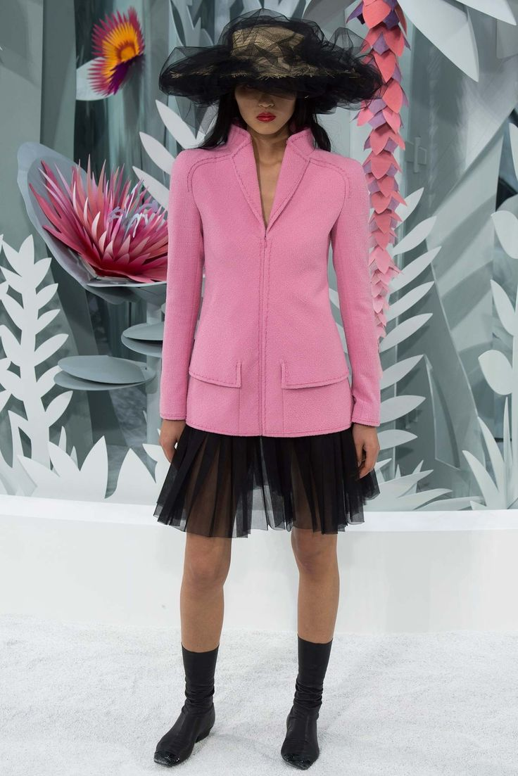 Chanel Spring 2015 Couture Fashion Show - Luping Wang (OUI)