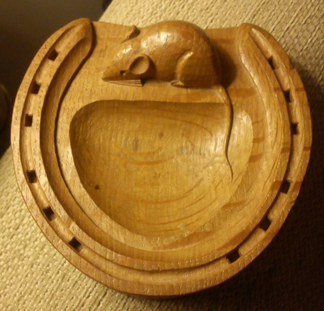 """Vintage 20thc Robert Mouseman Thompson carved oak small dish in the form of a horseshoe. The dish measures approx 4.75"""" x 4.75"""""""