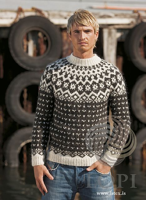 This soft and cosy sweater is knit using 2 strands of unspun icelandic wool plötulopi. Its all-over color pattern gives it extra warmth.