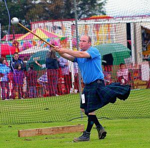 Le lancer de marteau, un sport particulier - http://www.thelatinroots.com/lancer-de-marteau-sport-particulier/  Le lancer de marteau la performance d'une trajectoire  Nous allons continuer dans les différentes disciplines qui sont incluses dans l'athlétisme, aujourd'hui, nous parlerons du lancer de marteau. Mais si l'on regarde de plus près ce sport, il faut convenir que ce n'est pas un martea...