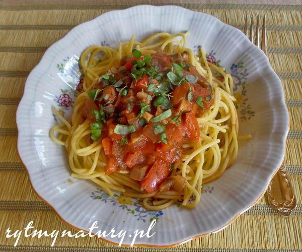 Jak zrobić spaghetti bez mięsa tak aby zachwyciło smakiem a przy tym nasyciło. Przepis na zdrowe, szybki i tanie danie obiadowe dla całej rodziny.  #spaghetti #rytmynatury #obiad #vege