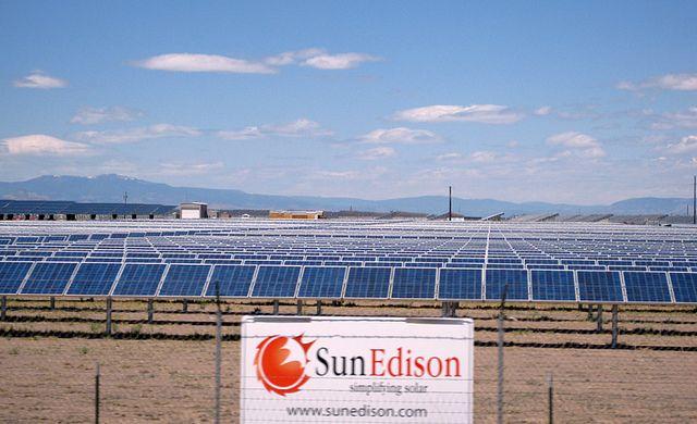 Solar farms. http://how-to-build-solar-panels.us/solar-farms.html Solar_Farm