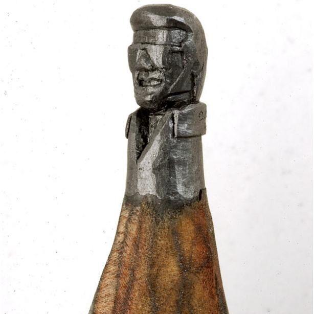 Minyatür Kurşun Kalem Sanatı - 49 yaşındaki Amerikalı marangoz Dalton Ghetti, Bir büyüteç yardımı olmadan 25 yıldır kurşun kalemleri minyatür oyma aletleri ile harika heykellere dönüştürmüş… Onun tuvali
