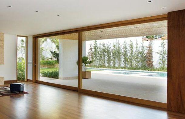 Esquadria imensa em vidro e madeira, para porta de varanda de luxo, de correr e em madeira