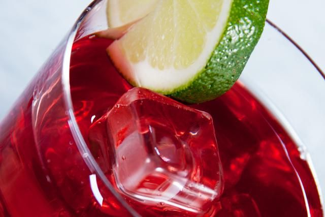 Cocktail recipe for a Cape Codder (or Cape Cod), a popular vodka and cranberry juice highball drink.
