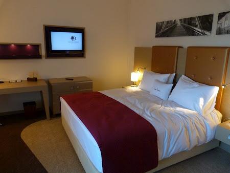 Hotel Double Tree by Hilton Oradea. Citeste mai multe: http://www.imperatortravel.ro/2012/10/am-deschis-hotelul-double-tree-by-hilton-la-oradea.html