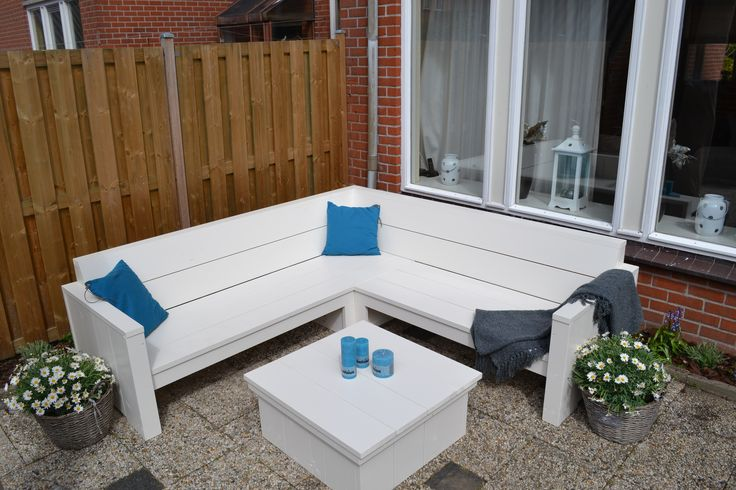 Witte loungebank | witte hoekbank voor in de tuin | tuin inspiratie | mooi strak tuinmeubel | VanStoerHout