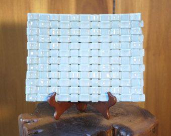 Vassoio di vetro fuso tessuto blu e bianco di TheLongGrassStudio