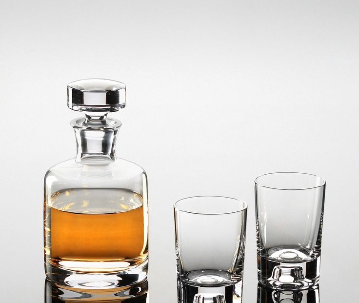 8119 – VinoLife Malt Whisky Decanter  Vino Life lead-free crystal decanters are blown in Europe by craftsmen with decades of experience in creating fine glassware.  WHISKY GLASSES NOT INCLUDED!  Capacity: 0.71 Litres