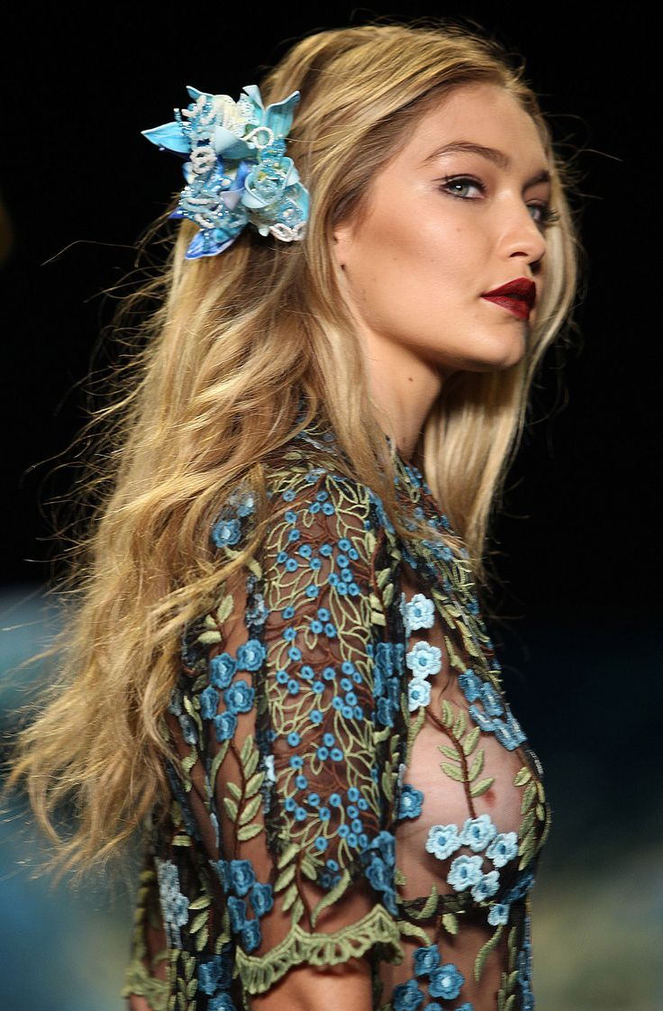 Gigi Hadid's berry lip at the Anna Sui SS16 show: magnificent.