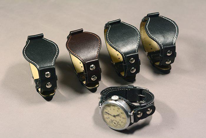 Ремешки для старинных часов с несъемными ушками. Шитье вручную седельным швом. Пряжка классическая, хромированная.