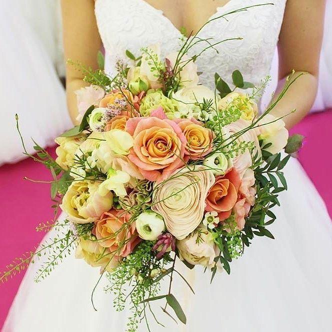 V marci sa konala svadobná výstava v Trenčíne. Svadobný salón Andrea z Púchova spolu s nami pripravili doprovodný program v podobe módnej prehliadky. Návštevníci si mohli pozrieť krásne svadobné šaty účesy svadobné líčenie svadobné kytice venčeky do vlasov . šaty: @svadobny_salon_andrea  #kvetysilvia #kvetinarstvo #kvety #svadba #love #instagood #cute #follow #photooftheday #beautiful #tagsforlikes #happy #like4like #nature #style #nofilter #pretty #flowers #design #awesome #wedding #home…