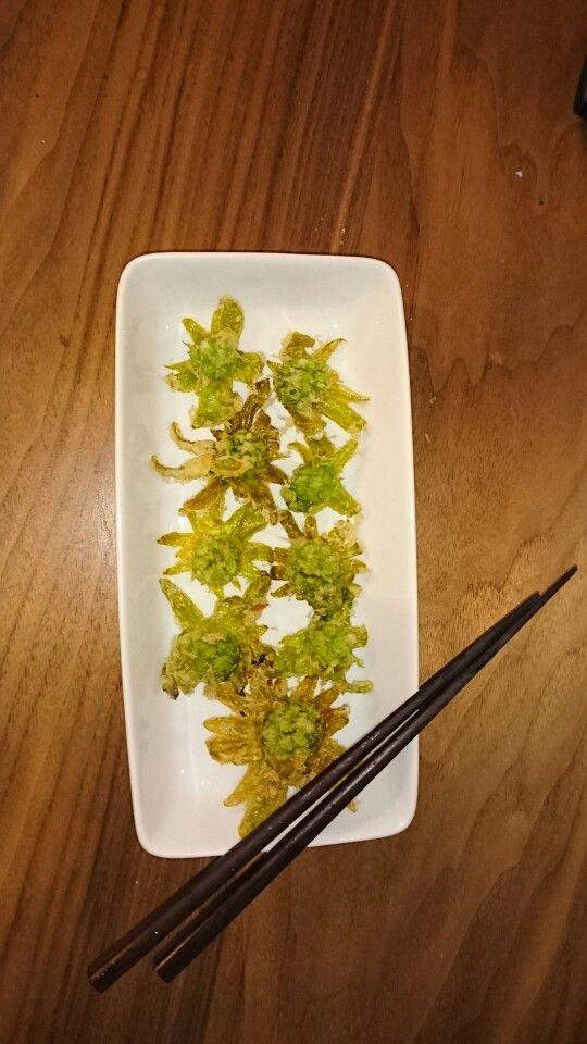 JAグリーンで、小さなふきのとうを買ってきました。天ぷらにして頂きました。美味!!