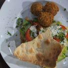 Ala Abasis falafel med hemlagat tunnbröd - Recept från Mitt kök - Mitt Kök | Recept | Mat | Vin | Öl