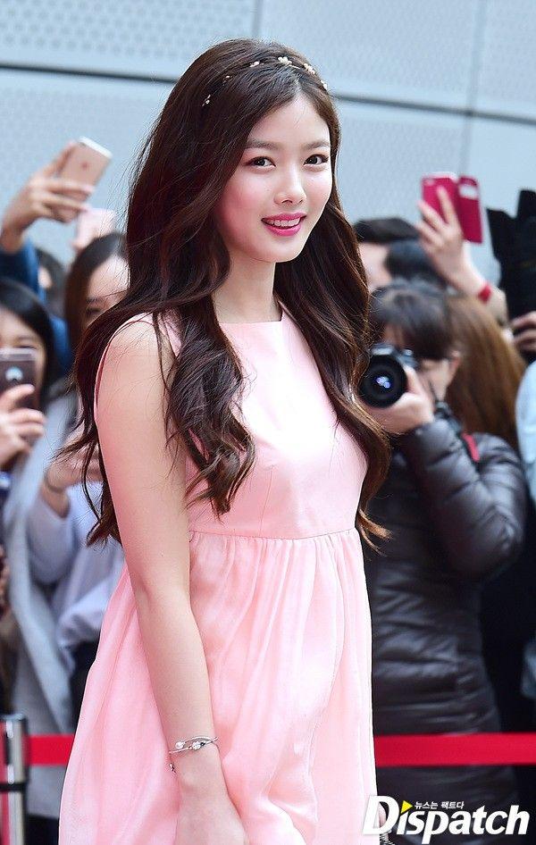 Kim Yoo Jung xinh như thiên thần đọ sắc Cháo Kim So Eun tại Tuần lễ thời trang Seoul - Ảnh 1.