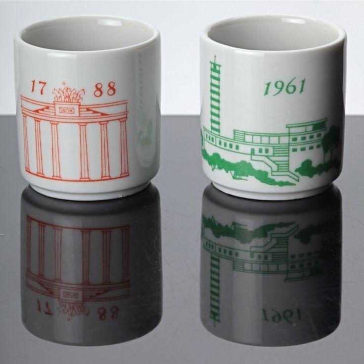 2 Schnapsbecher Berlin Keramik Becher Brandenburger Tor 1788 Müggelturm 1961 DDR