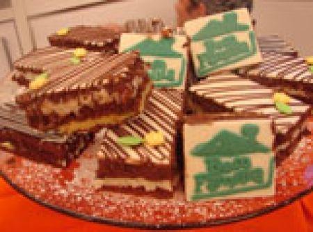 Receita de Bolo Sedução Gelado - bolo para que seja cortado na medida exata. Placas de chocolate: Moldar em formas de formato de placas ou aplicar uma fina camada por cima do...