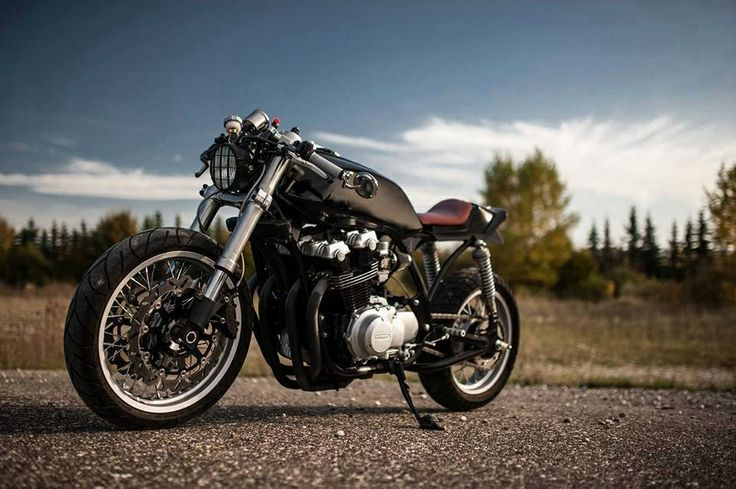Dual Headlight Cafe Racer : Detailing and the frame covered headlight dual disc on