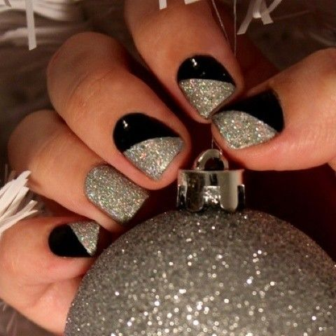 silver and black nails <3