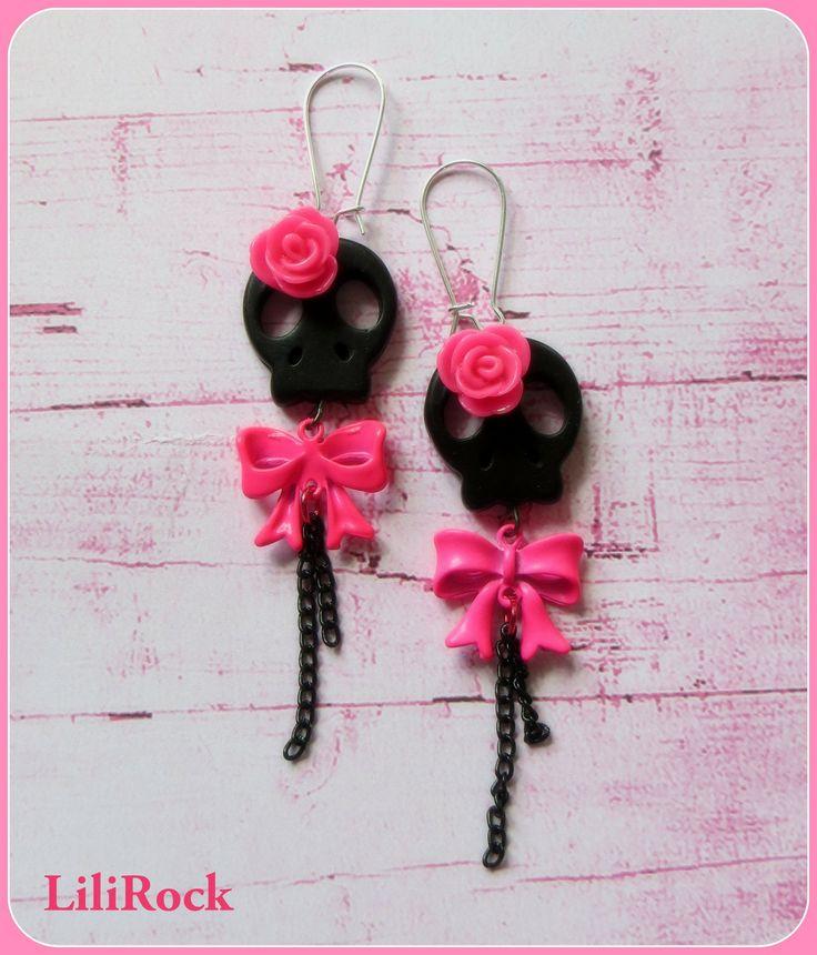boucles d'oreilles tête de mort plate noire, rose résine colori rose, noeud fluo : Boucles d'oreille par lilirock