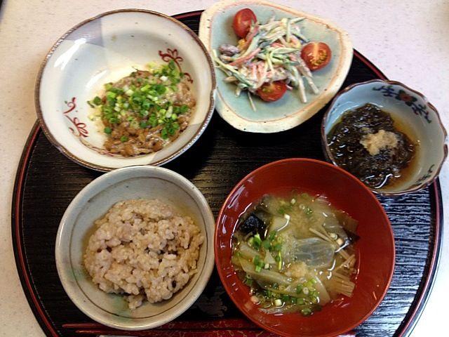 yuuki518さん♪ありがとうございます❤モグモグしていただくと、励みになりますね♪ - 1件のもぐもぐ - 玄米ご飯、もずく酢、根菜のサラダ、納豆、キャベツの味噌汁…ダイエット中メニュー by Tomoko