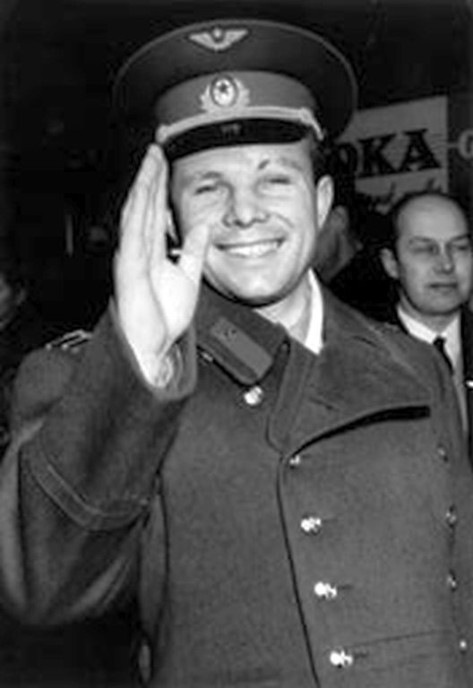 yuri gagarin and neil armstrong - photo #11