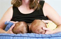 ¿Cómo amamantar gemelos? Aquí unos consejos #gemelos #lactancia #bebes