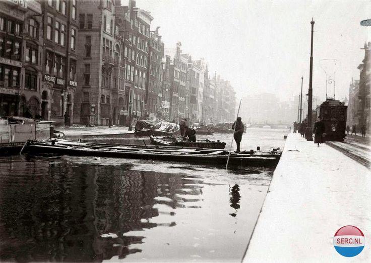 Amsterdam: Het Rokin werd uitgebaggerd in 1930 (3 jaar voordat het uiteindelijk werd gedempt)