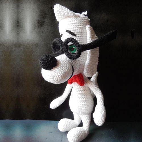 """Perro Amigurumi Mr. Peabody ( de la película """" Las Aventuras de Peabody y Sherman"""") - Patrón Gratis en Español aquí: http://patronesamigurumipuntoorg.blogspot.de/2014/07/mr-peabody.html#more"""