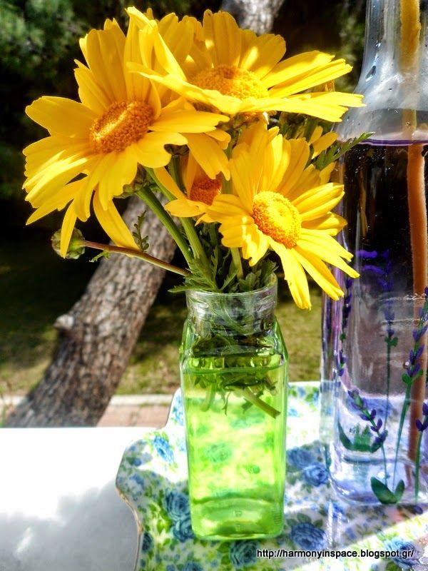 Με φόντο την φύση βαζάκια και λουλούδια!