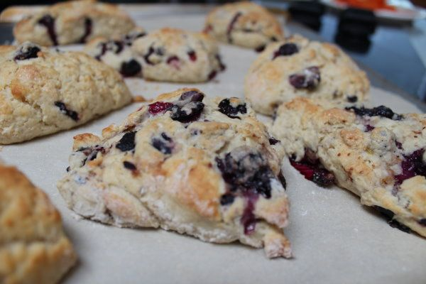 Blackberry recipes and mystery book Blackberry Pie Murder, Hannah Swensen Culinary Mystery by Joanne Fluke