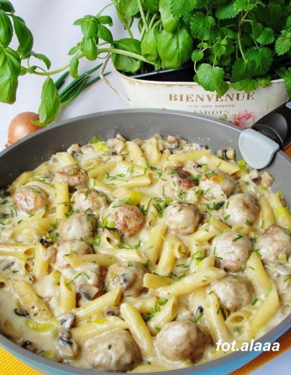 Pulpety z makaronem w sosie pieczarkowo-porowym...Pomysł na ZDROWY obiad ♥