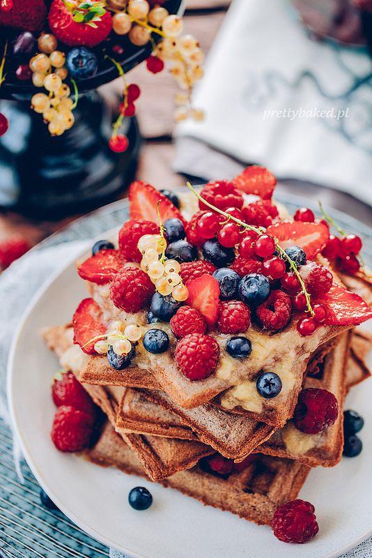 Amaranth waffles with fruit
