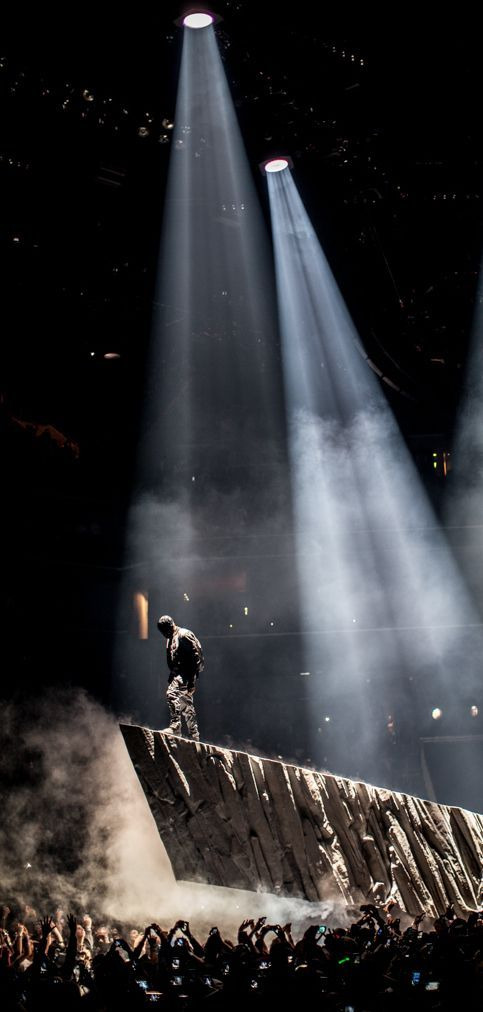 Kanye at a concert Aesthetic wallpapers, Concert