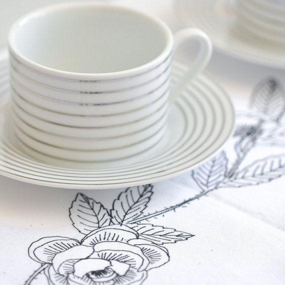 Rose Table Runner  #tablerunner #dinnerware #partystyling