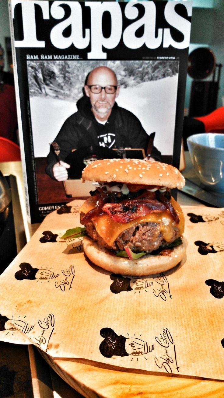 La genialidad y el talento de nuestro chef Victor Sobejano llega a la revista Tapas Magazine, Hamburguesa de luxe. Chef. Madrid. Gastronomia. Gourmet. Top