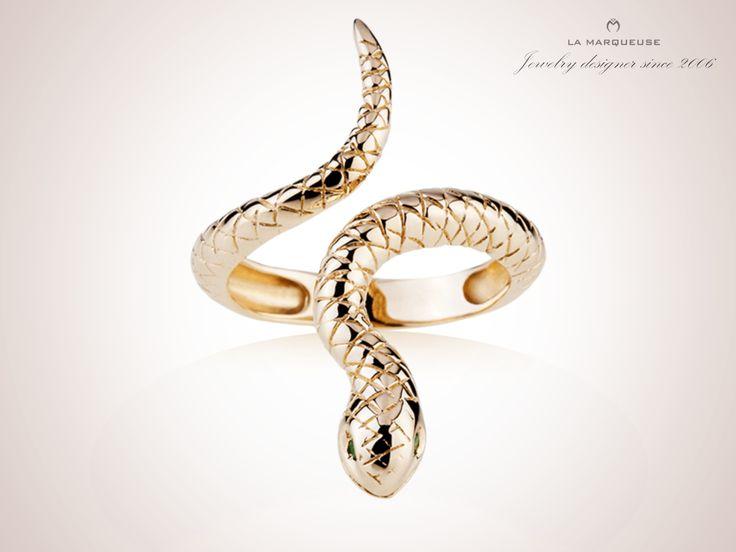 Złoty pierścionek z motywem węża. Kolekcja La Marqueuse. ..: #pierscionek #bizuteria #waz #jewerly #ring #snakering #LaMarqueuse :...