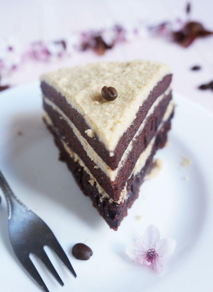 A kávé izgalmas alapanyag, felejthetetlen kombinációt alkot. Ehhez a csokitorta-alaphoz nagyon jól illik a lágy vajas, kévés mascarpone krém, együtt csodás harmóniát alkot. Nem véletlenül i
