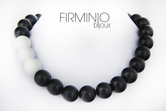 #Girocollo in perle di #agata bianca e nera. #necklace with white and black #agate. $110
