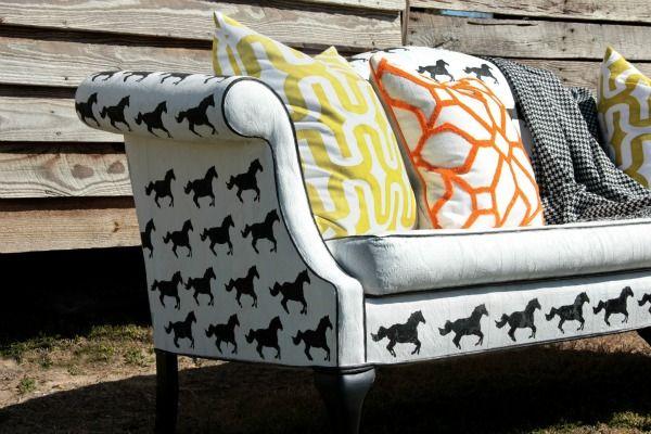 Couch mit Pferdedruck #pferd #interieur