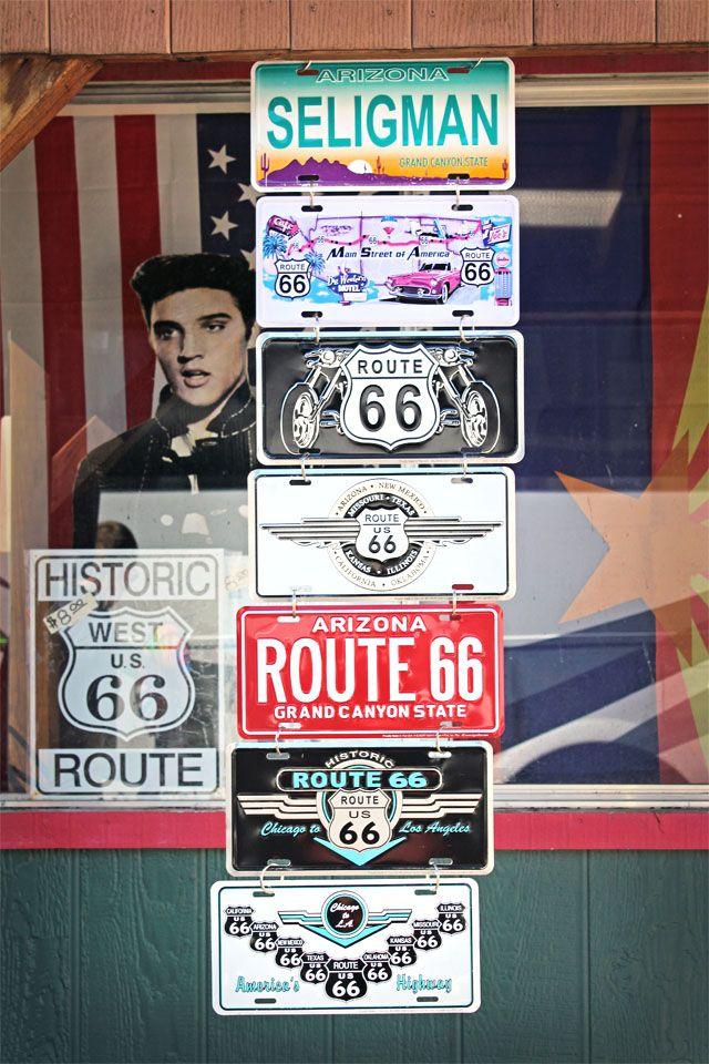 A chaque coin de rue, c'est un plongeon dans le temps, comme avec ces plaques d'immatriculations de la Route 66 à Seligman.