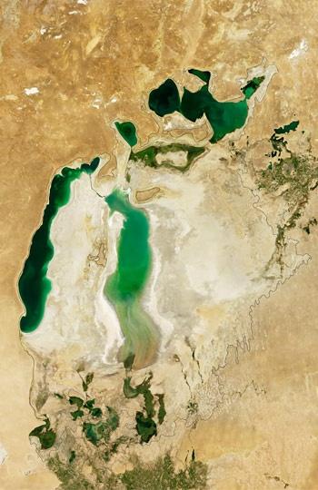 large bodies of water that border nunavut