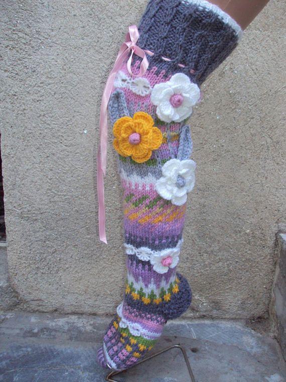 Itemtype: Handgemaakte sokken Type: boven de knie Geslacht: Vrouw, meisje Decoratie: bloemen Patroon: jacquard Belangrijkste materiaal: 50% wol en 50% acryl Gebreide: in grootte Stijl: Fashion Zorg: Handwas, max 30° C / droge Flat modellen ontwerper: Anelma Kervinen MAATTABEL XS: