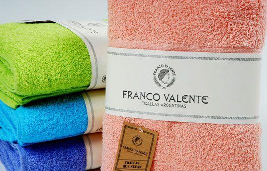 Juego de #toallas y toallón Franco Valente.  #CuencaTextil