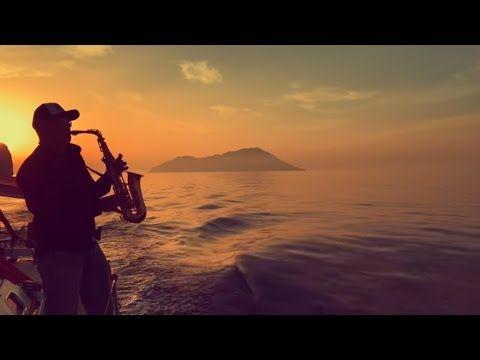 Syntheticsax–River Flows inYou – саксофонист SYNTHETICSAX