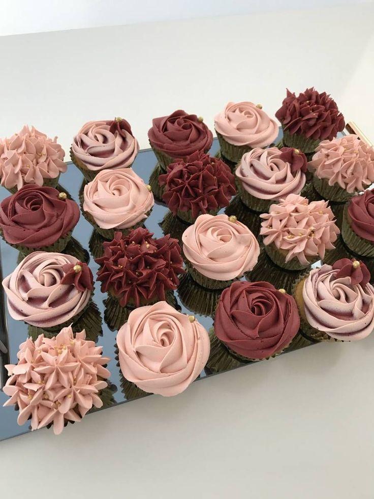 Image-Ergebnis für burgunderfarbenes Roségold und weiße Cupcakes – Kuchen und süße …  – Hochzeit