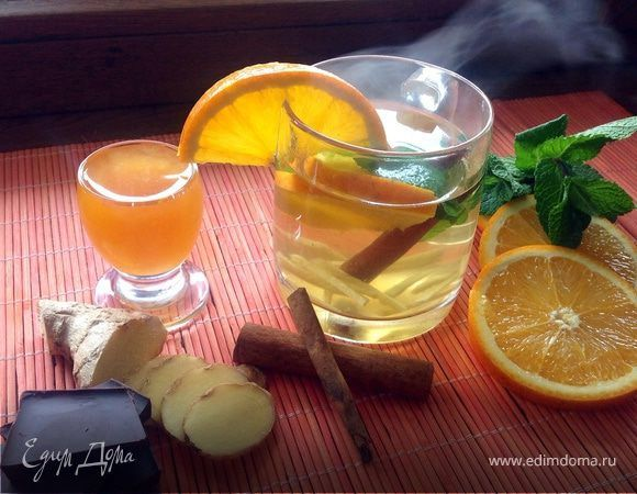 Чай с имбирем, апельсином и мятой. Приготовьте невероятно вкусный чай с имбирем, апельсином и мятой. Дайте напитку настояться в течение 15 минут, чтобы все ароматы раскрылись полностью. Такой чай полезен при простудах, помогает бороться с вирусами и укрепляет иммунитет. #готовимдома #едимдома #кулинария #домашняяеда #чай #имбирь #апельсин #мята #ароматный #полезный #витамины #иммунитет #утренний #завтрак #длявсех