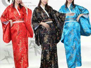 Маленькая видеозарисовка из Японии Магазин кимоно в Киото, где продают кимоно и аксессуары к нему. С середины 19-го века в Японию уверенно начала входить европейская и американская культуры. Обычная одежда постепенно вытесняла национальный наряд японцев. Первыми ее начали носить представители власти, а уже с 1945 года американский стиль прочно укрепился в странах Востока.