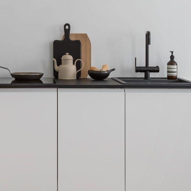 Tämä Blaun toteuttama keittiö on suoraviivainen, pelkistetty ja se henkii nykyaikaa!