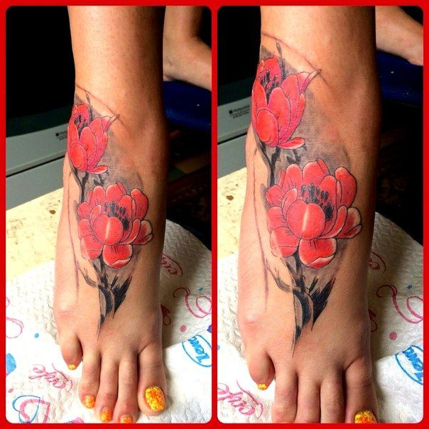 Иероглифы для девушек на ноге